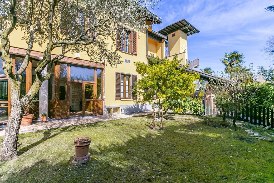 Appartamento in Vendita a San Donato Milanese: 4 locali, 222 mq
