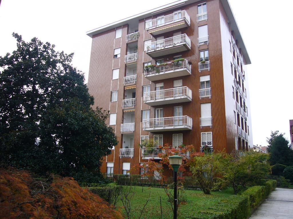 Appartamento in Affitto a Monza: 3 locali, 106 mq