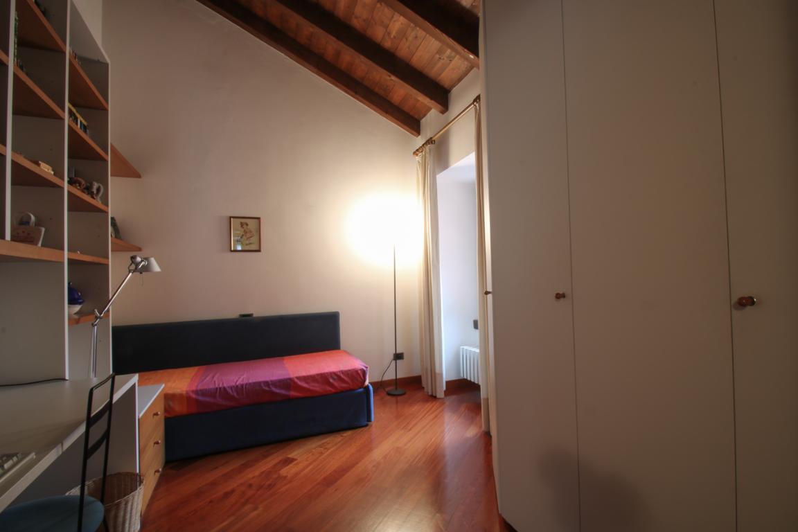 Appartamento in Vendita a Como: 4 locali, 272 mq - Foto 2