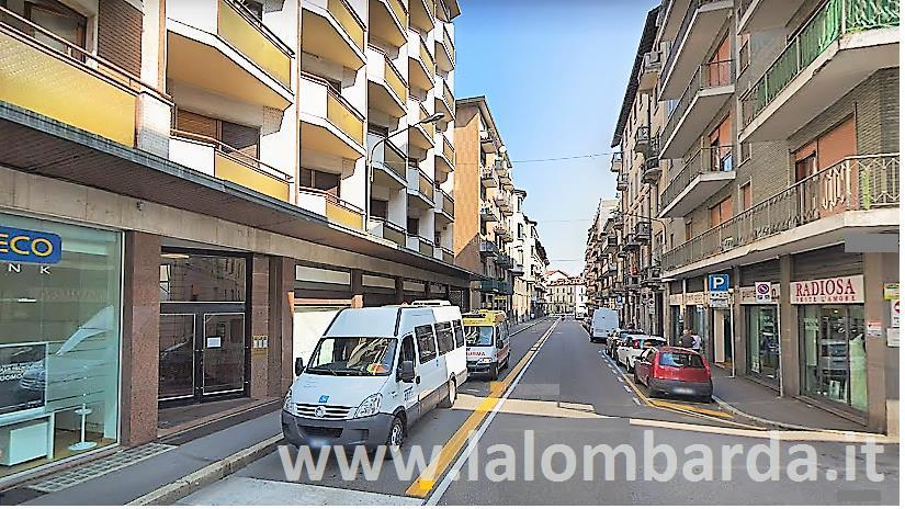 Negozio-locale in Vendita a Varese: 3 locali, 322 mq