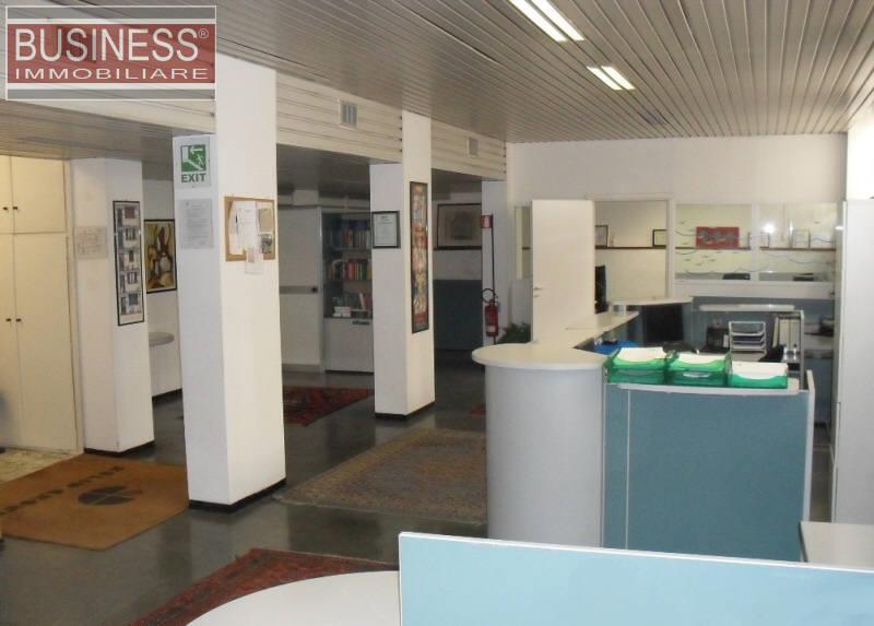 Ufficio-studio in Vendita a Milano 07 Darsena /  Ticinese: 5 locali, 260 mq