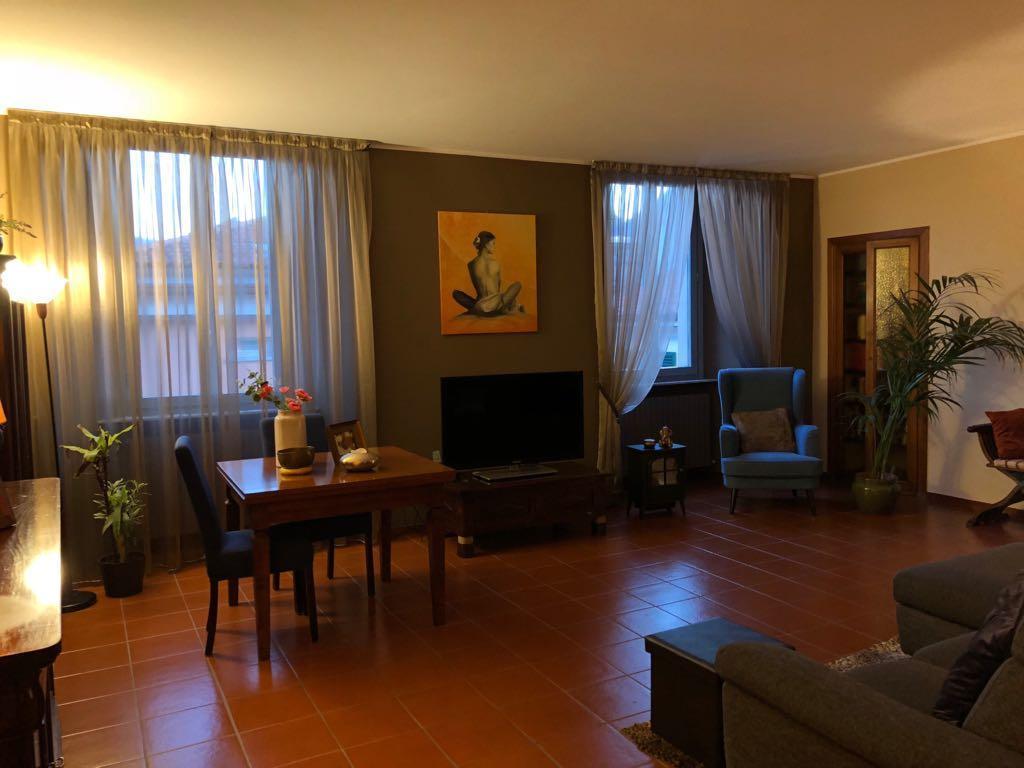 Appartamento in Vendita a Como: 3 locali, 177 mq