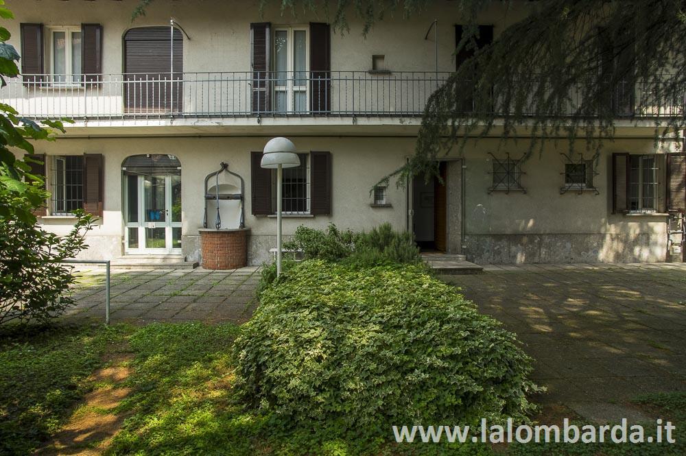 Rustico in Vendita a Monza: 5 locali, 280 mq