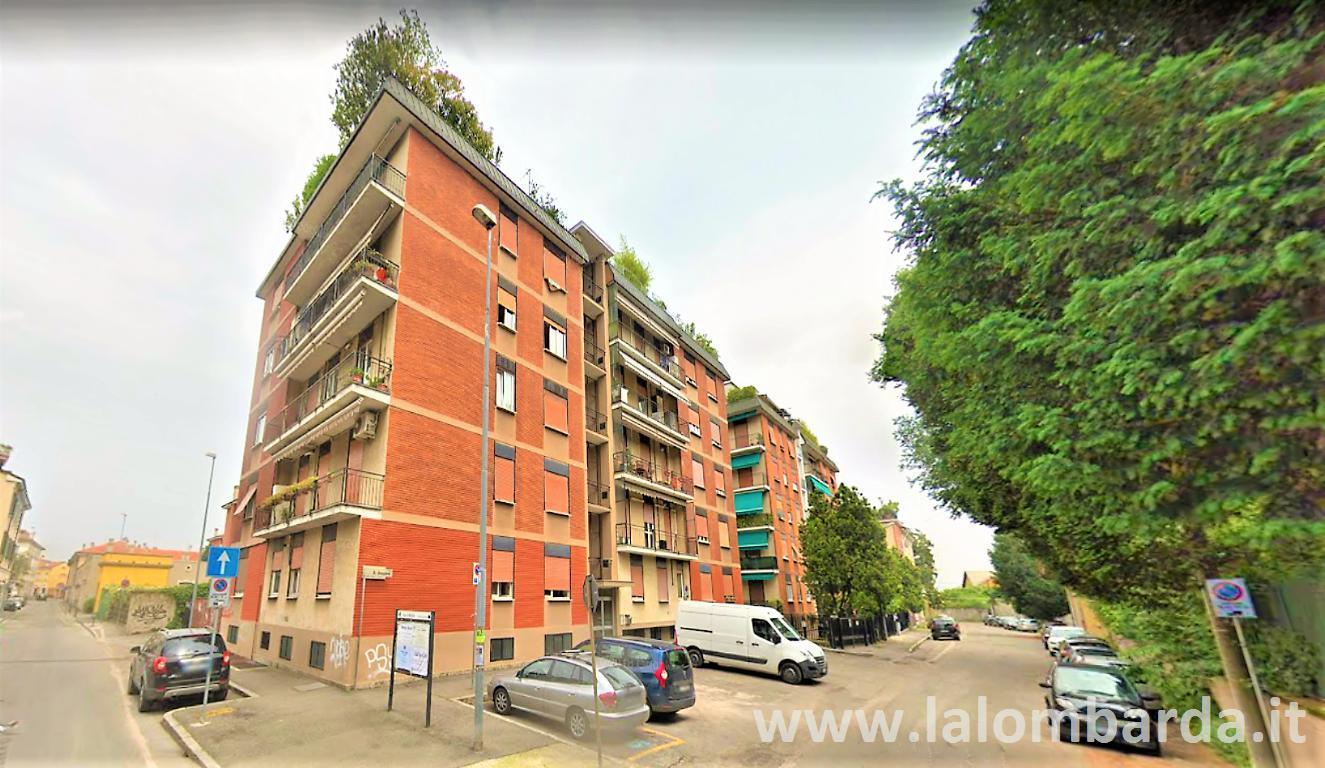 Ufficio-studio in Vendita a Monza: 3 locali, 210 mq