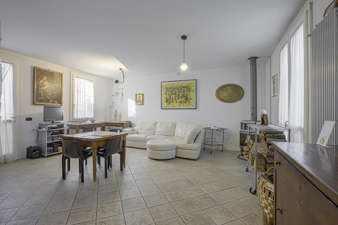 Villa in Vendita a Peschiera Borromeo: 4 locali, 210 mq