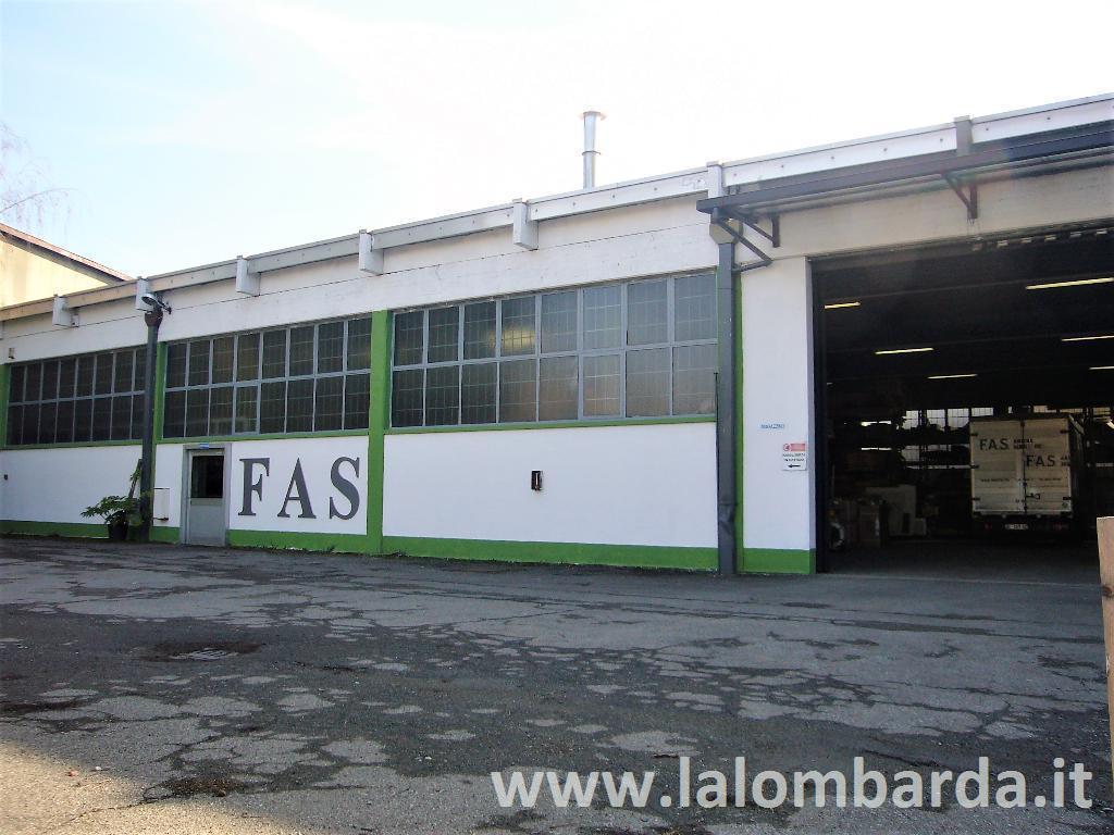 Capannone in Vendita a Bovisio-Masciago: 3 locali, 780 mq
