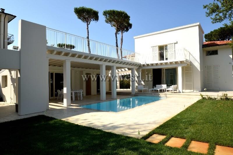 Villa in Vendita a Pietrasanta: 5 locali, 218 mq