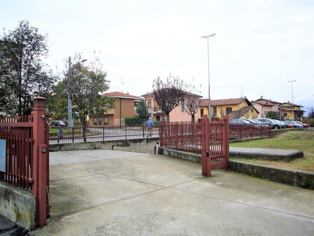 Posto-box auto in Vendita a Trezzo Sull'Adda: 1 locali, 20 mq