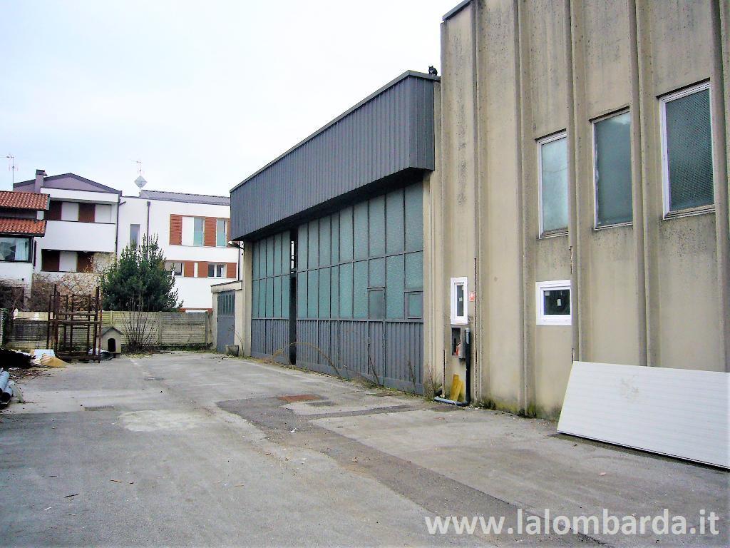 Capannone in Vendita a Lissone: 2 locali, 352 mq