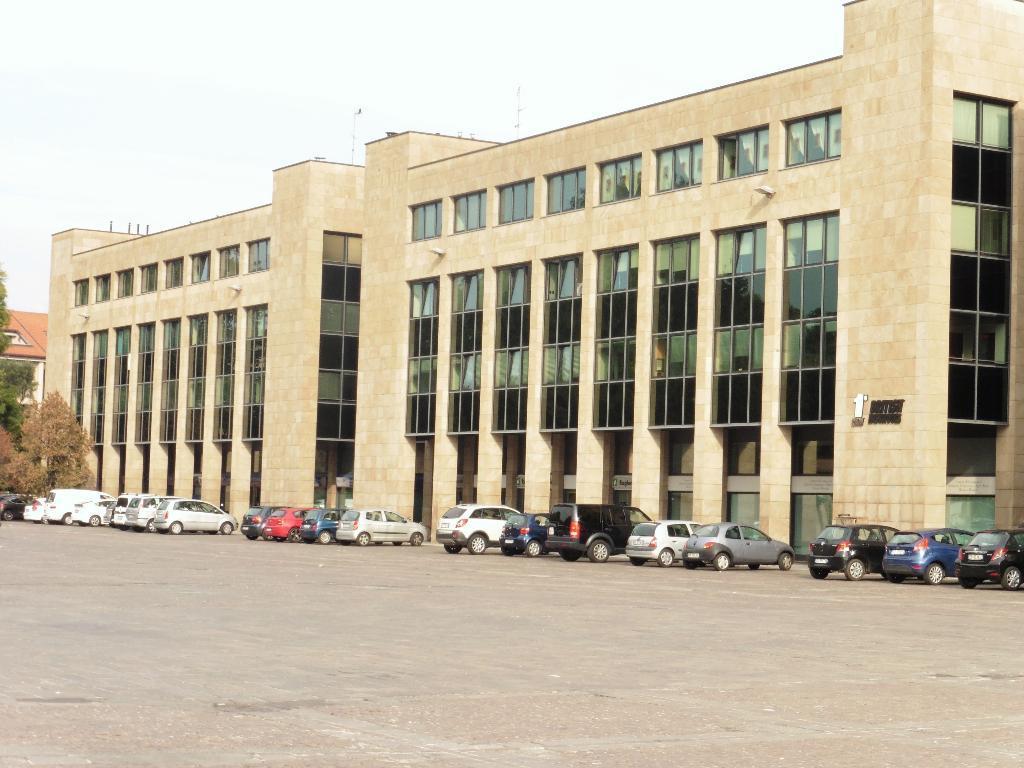 Ufficio-studio in Affitto a Monza: 4 locali, 105 mq
