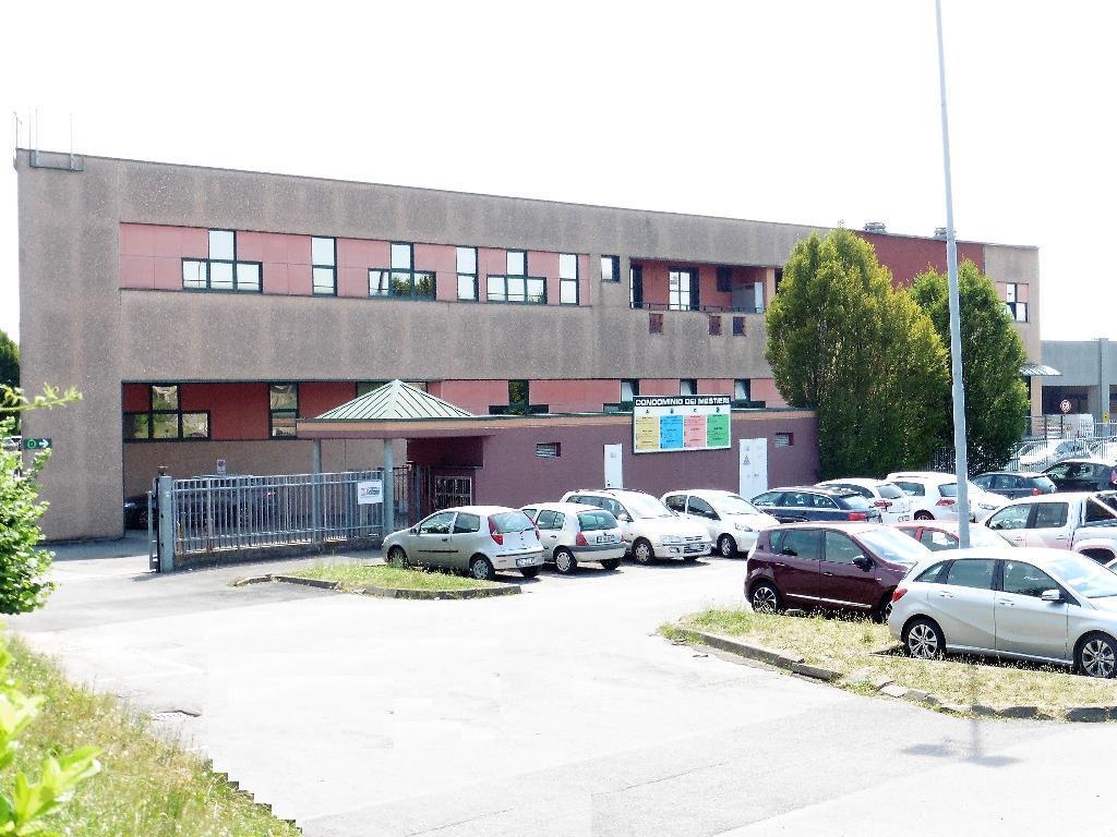 Laboratorio in Affitto a Concorezzo: 5 locali, 447 mq