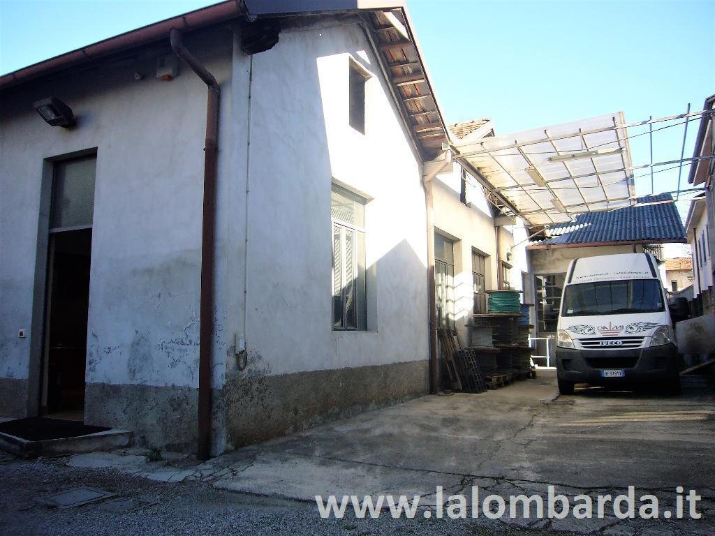 Magazzino in Vendita a Meda: 4 locali, 250 mq