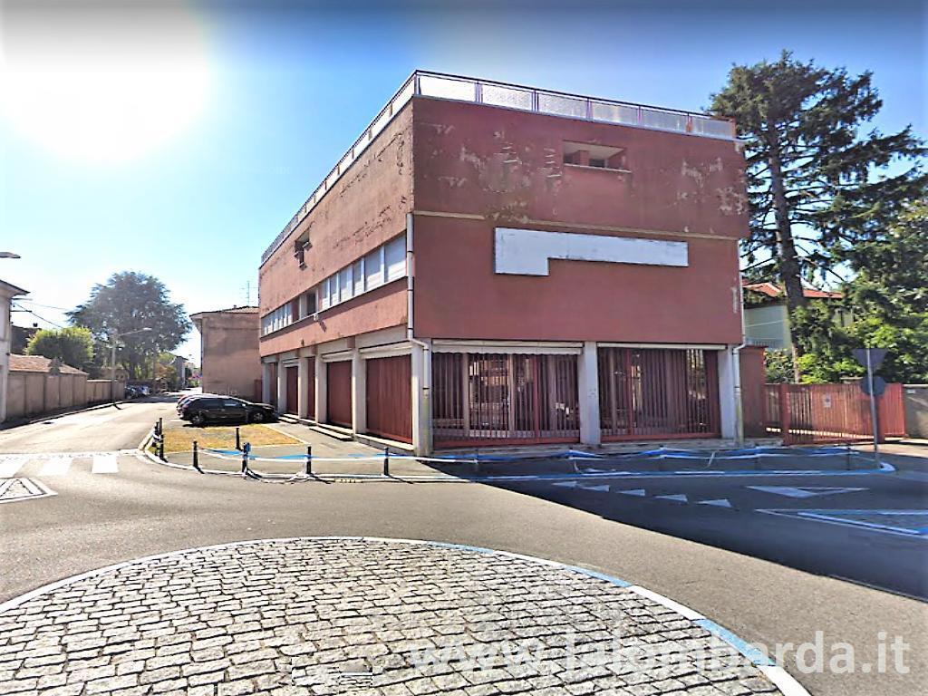 Palazzo in Vendita a Rescaldina: 5 locali, 610 mq