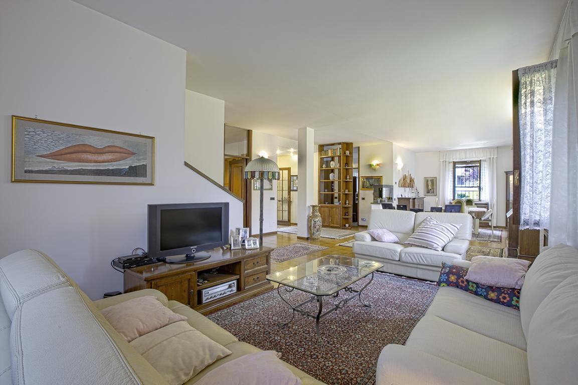 Villa in Vendita a San Giuliano Milanese: 5 locali, 300 mq