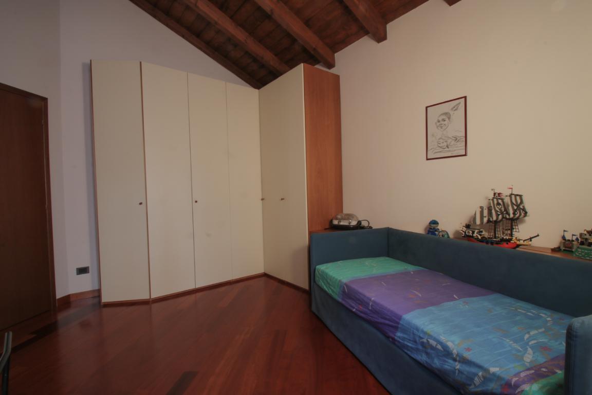 Appartamento in Vendita a Como: 4 locali, 272 mq - Foto 3