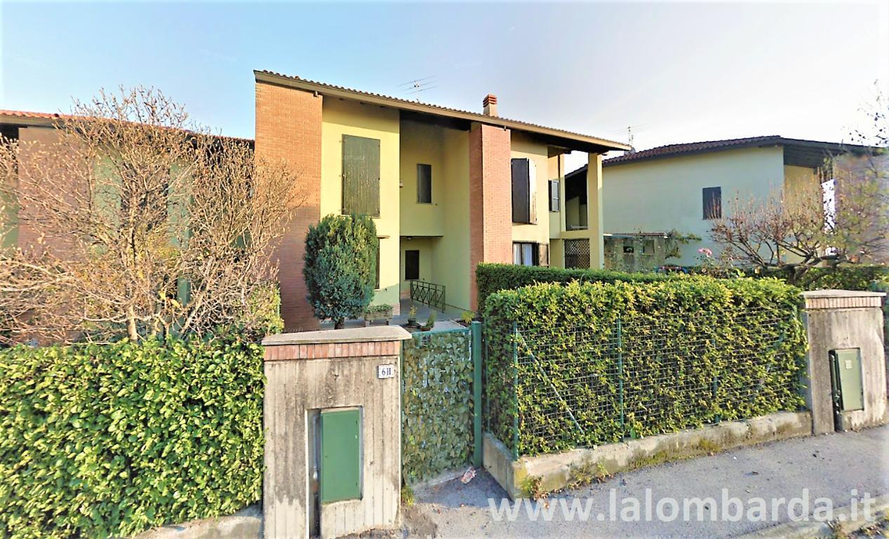 Villetta in Vendita a Monguzzo: 4 locali, 220 mq