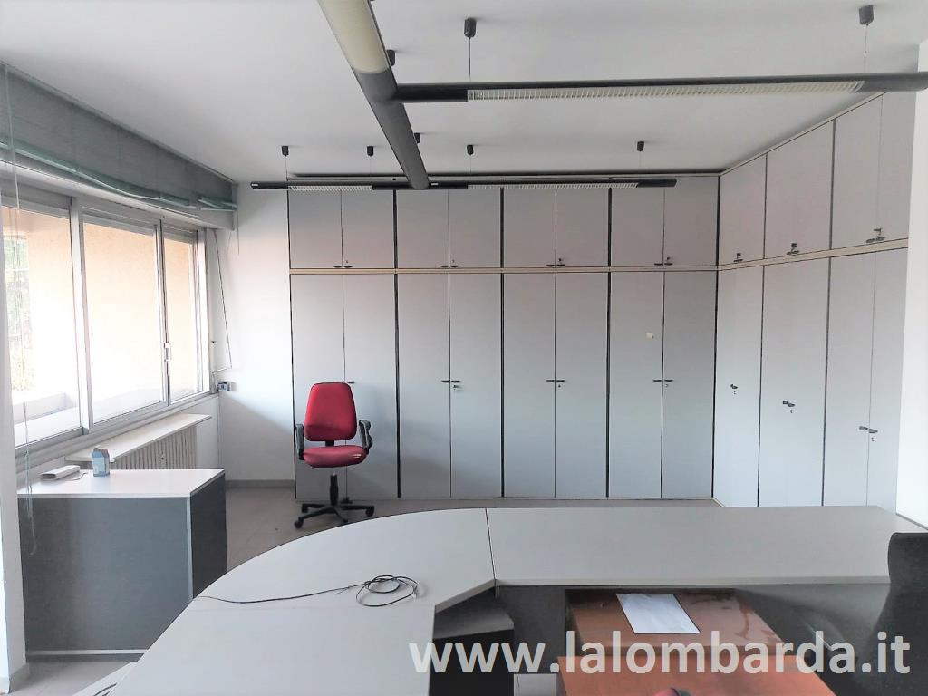 Ufficio-studio in Affitto a Fino Mornasco: 5 locali, 140 mq