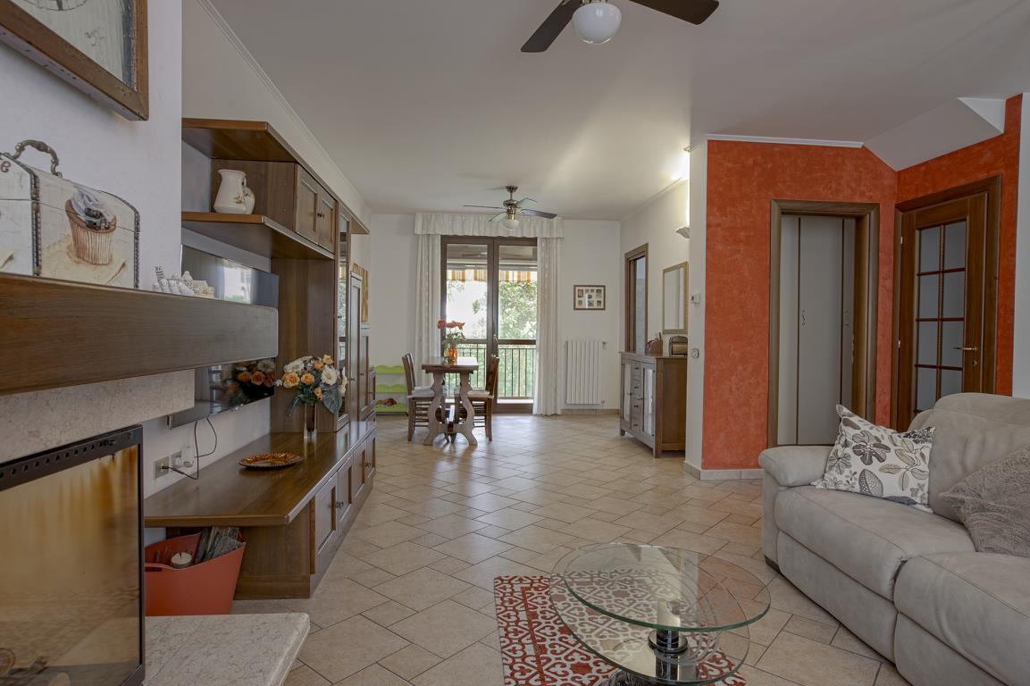 Villa in Vendita a San Giuliano Milanese: 5 locali, 215 mq