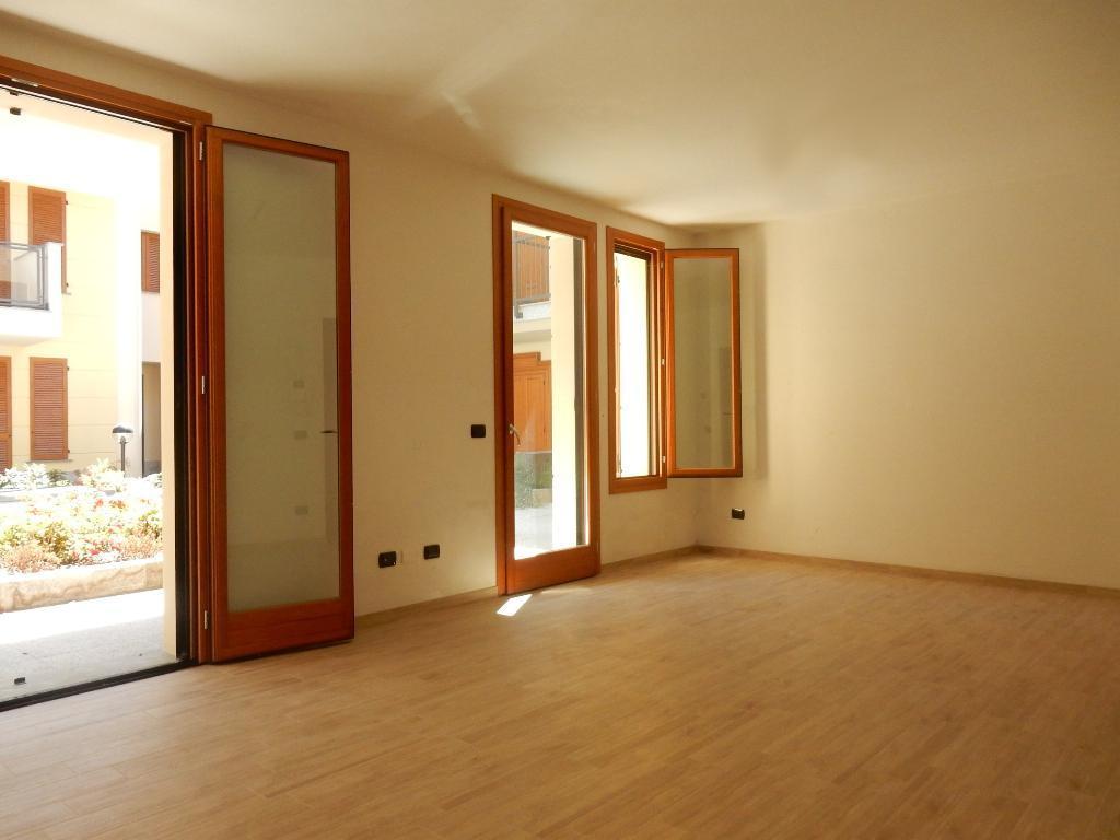 Appartamento in Vendita a Magenta: 4 locali, 131 mq