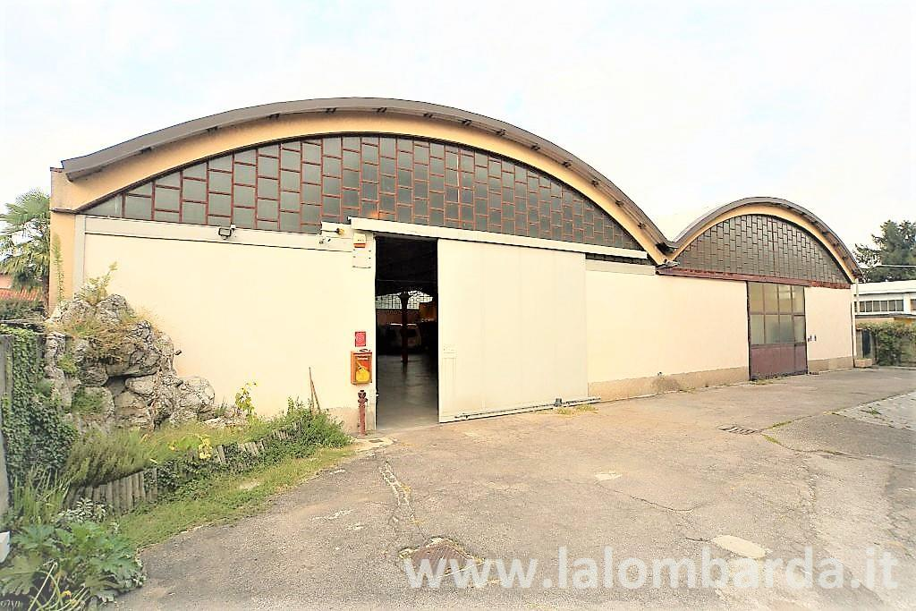 Capannone in Vendita a Rovellasca: 3 locali, 1050 mq