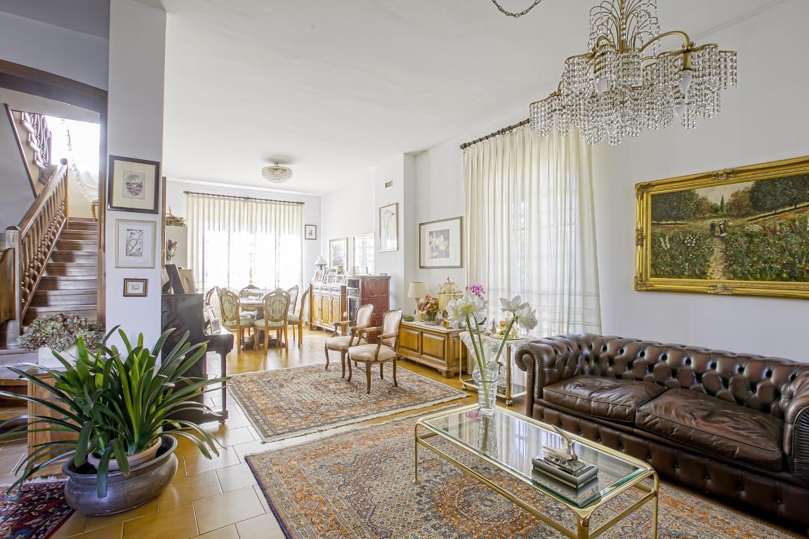 Villa in Vendita a San Giuliano Milanese: 5 locali, 270 mq