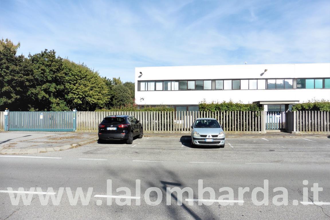Ufficio-studio in Affitto a Lissone: 5 locali, 750 mq