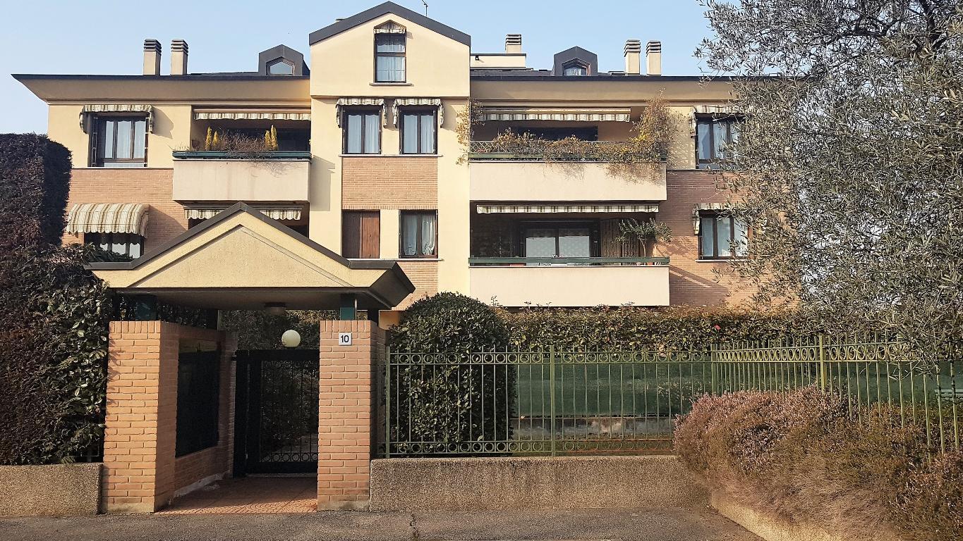 Appartamento in Vendita a Vedano Al Lambro: 4 locali, 150 mq
