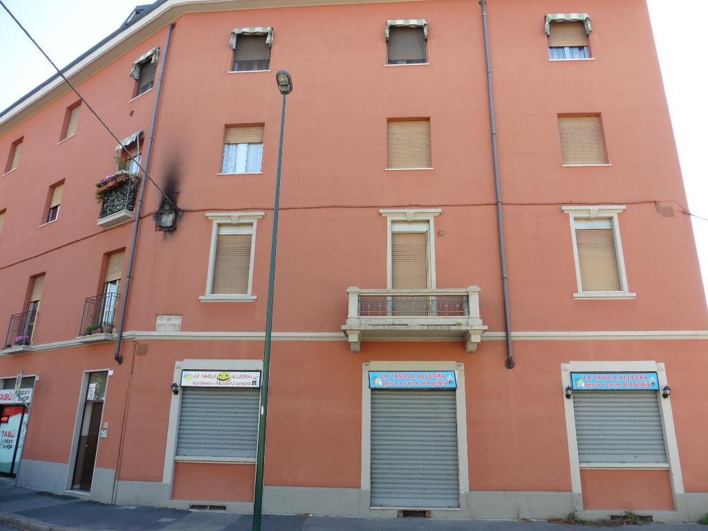 Negozio-locale in Vendita a Sesto San Giovanni: 2 locali, 280 mq
