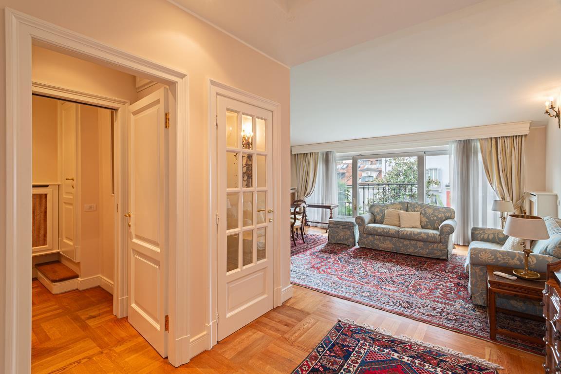 Villa in Affitto a Milano: 5 locali, 350 mq