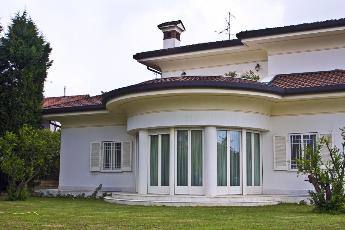 Villa in Vendita a Agrate Brianza: 5 locali, 800 mq