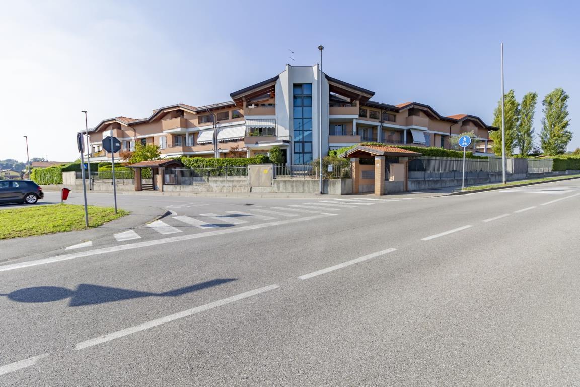 Appartamento in Vendita a Lesmo: 2 locali, 64 mq