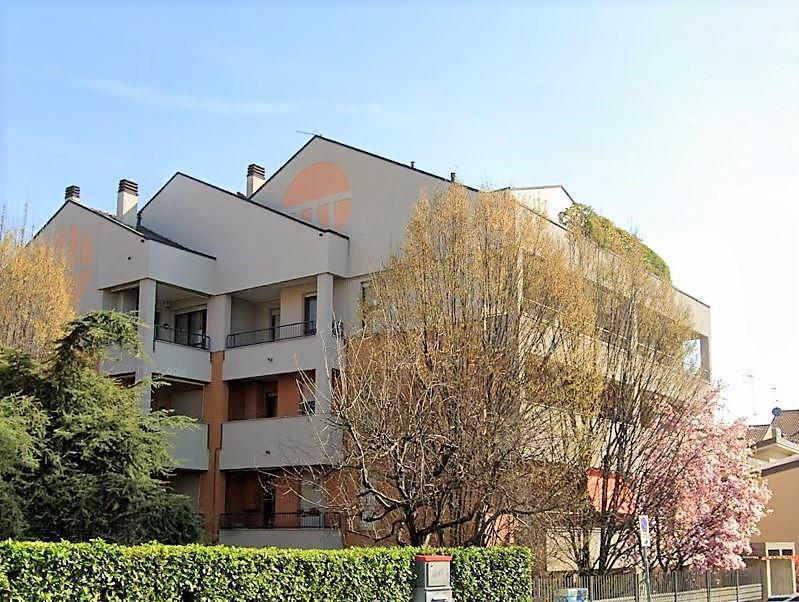 Appartamento in Affitto a Monza: 3 locali, 110 mq