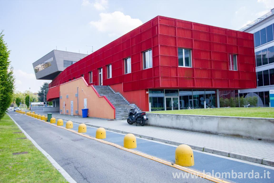 Ufficio-studio in Affitto a Monza: 1093 mq