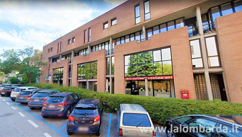 Negozio-locale in Vendita a Varese: 3 locali, 210 mq