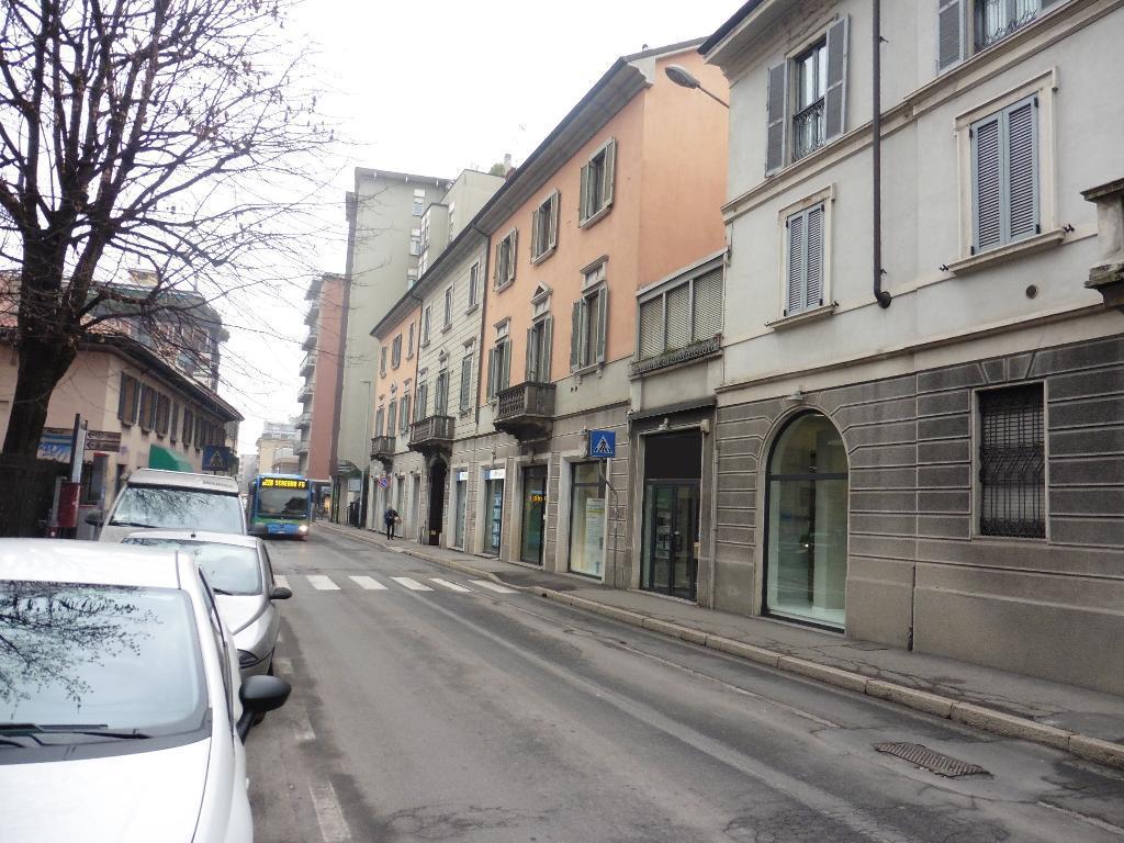 Negozio-locale in Affitto a Monza: 1 locali, 250 mq