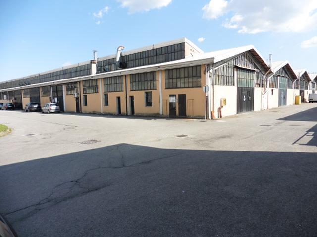 Capannone in Vendita a Cesano Maderno: 1 locali, 330 mq