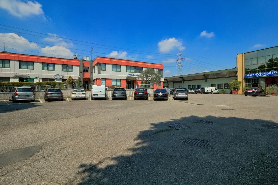 Ufficio-studio in Vendita a Brugherio: 5 locali, 600 mq