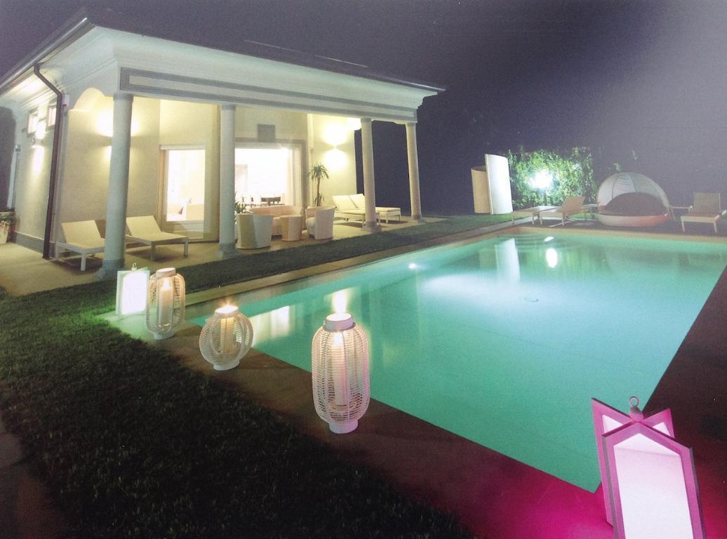 Villa in Vendita a Pietrasanta: 5 locali, 240 mq