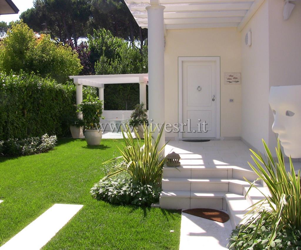 Villa in Vendita a Pietrasanta: 5 locali, 380 mq