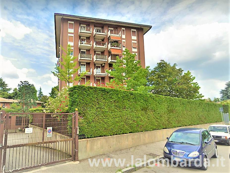 Ufficio-studio in Affitto a Monza: 2 locali, 200 mq