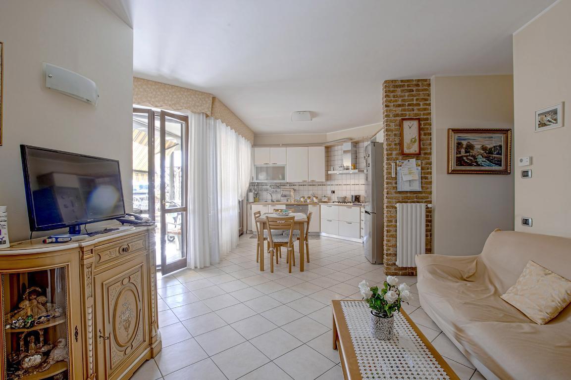Appartamento in Vendita a Peschiera Borromeo: 2 locali, 89 mq