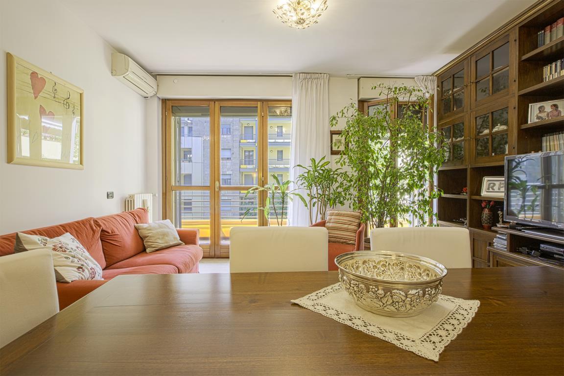 Appartamento in Vendita a San Donato Milanese: 4 locali, 144 mq