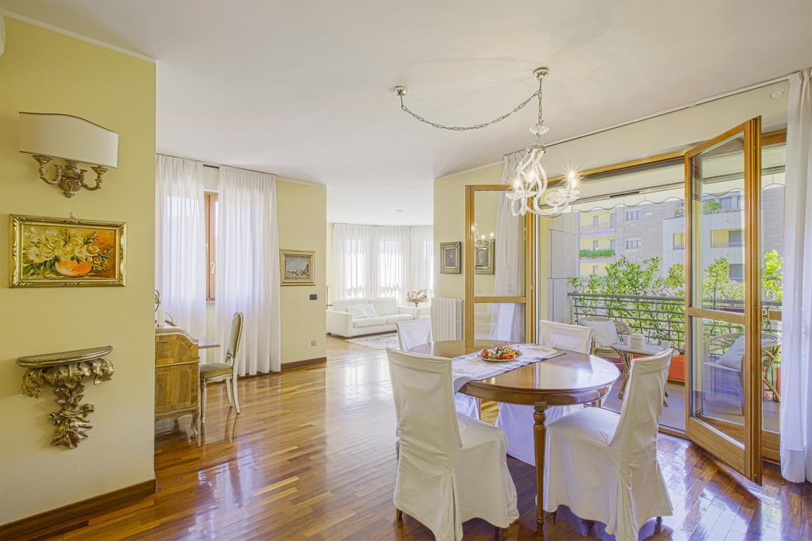 Appartamento in Vendita a San Donato Milanese: 4 locali, 141 mq