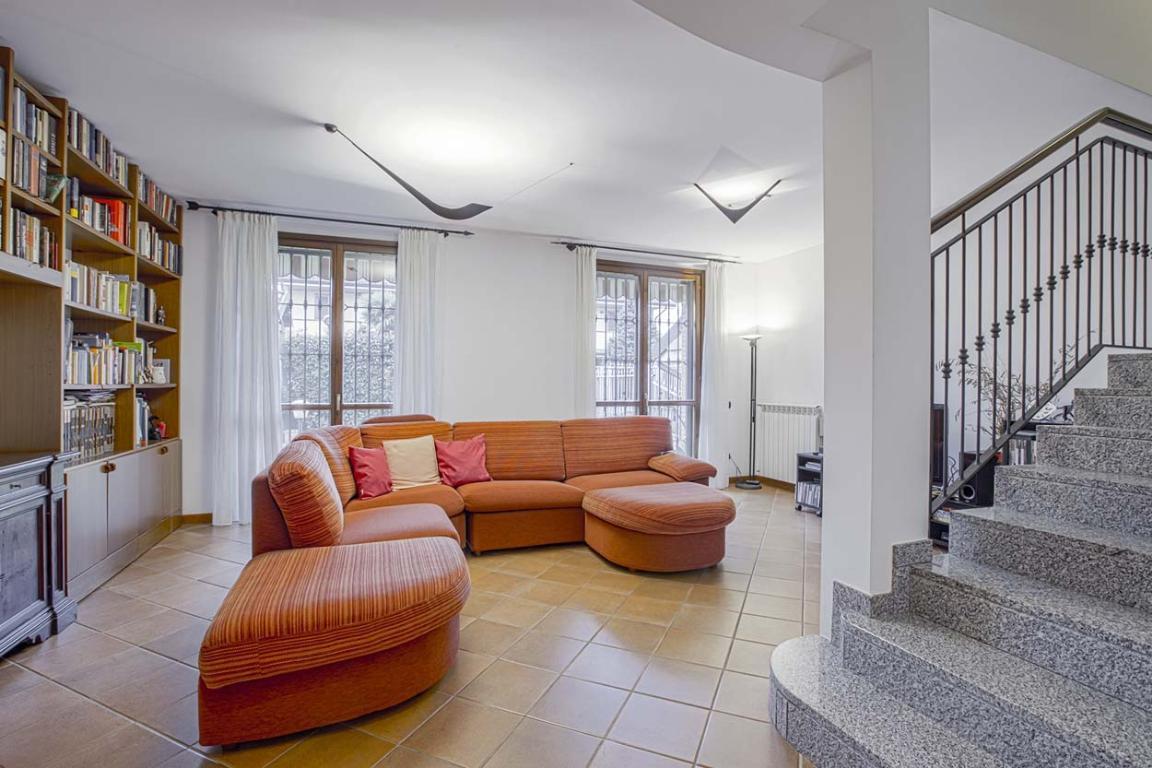 Villa in Vendita a Mediglia: 5 locali, 220 mq