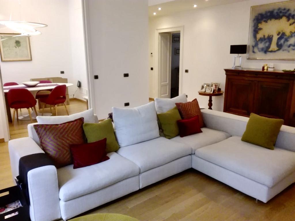 Appartamento in Vendita a Milano 17 Marghera / Wagner / Fiera: 4 locali, 150 mq
