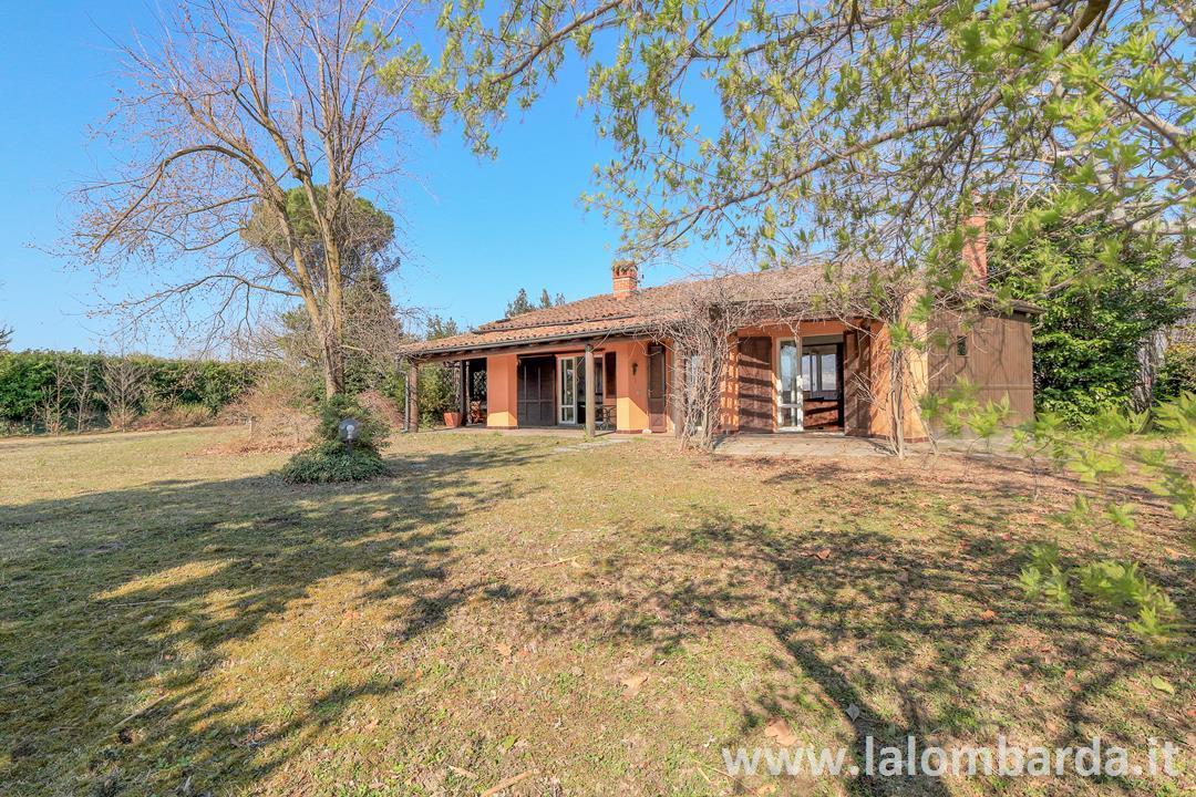 Villa in Vendita a Bosisio Parini: 5 locali, 179 mq
