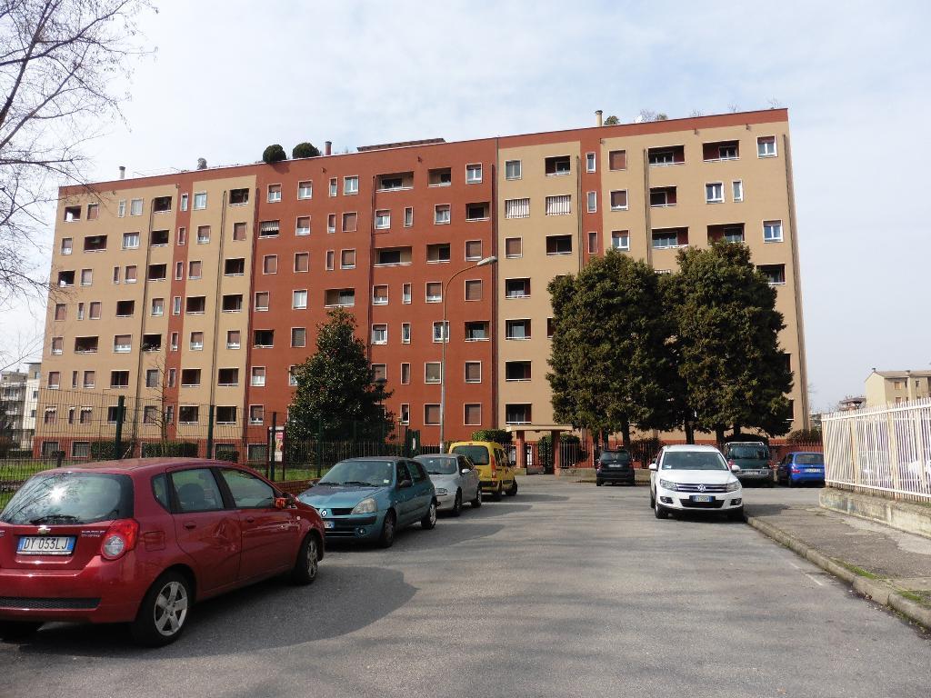 Ufficio-studio in Affitto a Monza: 5 locali, 145 mq