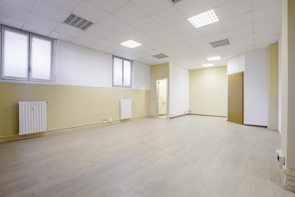 Ufficio-studio in Vendita a San Donato Milanese: 3 locali, 150 mq
