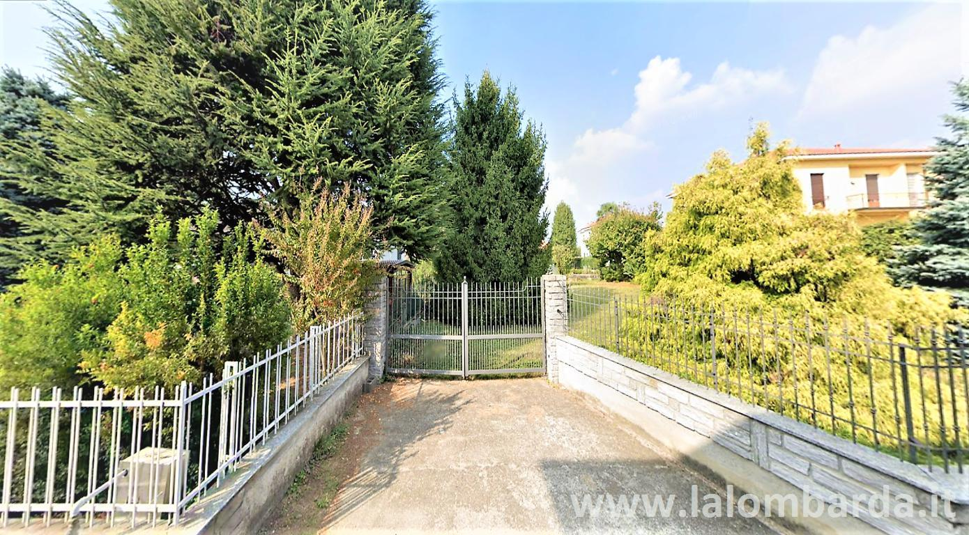 Terreno residenziale in Vendita a Gorla Maggiore: 1100 mq
