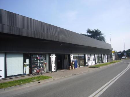 Negozio-locale in Vendita a Lissone: 1 locali, 500 mq